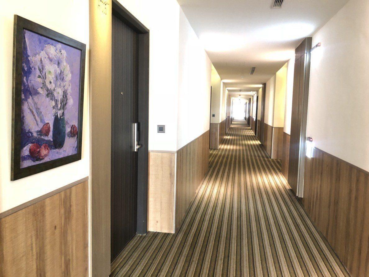 「樂億皇家渡假酒店」每天釋出8間親子房,親子房平日每晚訂價5600元,響應這波0...