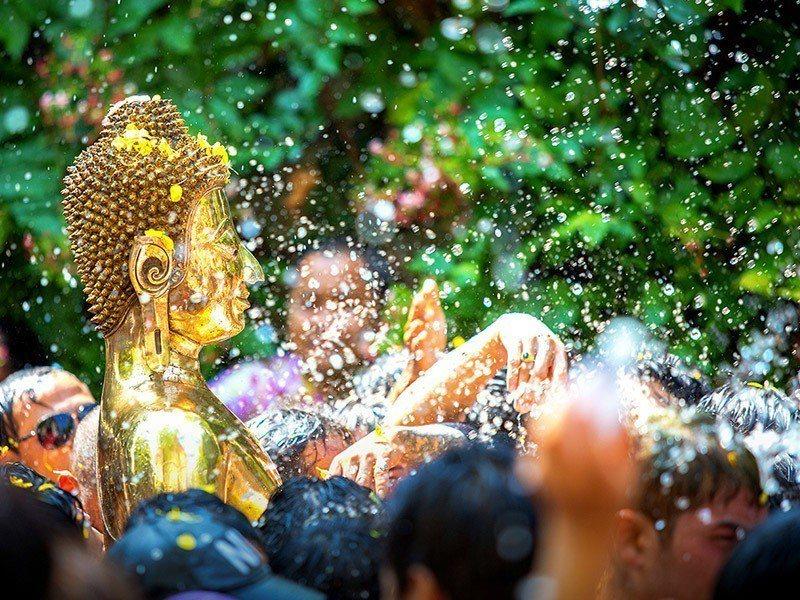 舉國歡騰的泰國潑水節,是值得參與、感受熱情的在地盛事。易遊網/提供