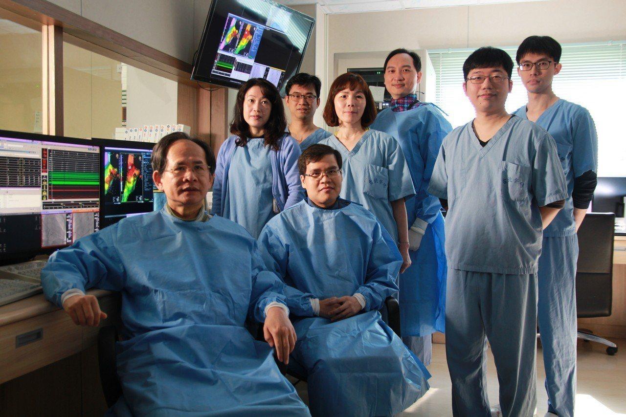 台北榮總副院長陳適安(前左一)率領團隊研究發現,心房顫動確診確診一年後,約有16...