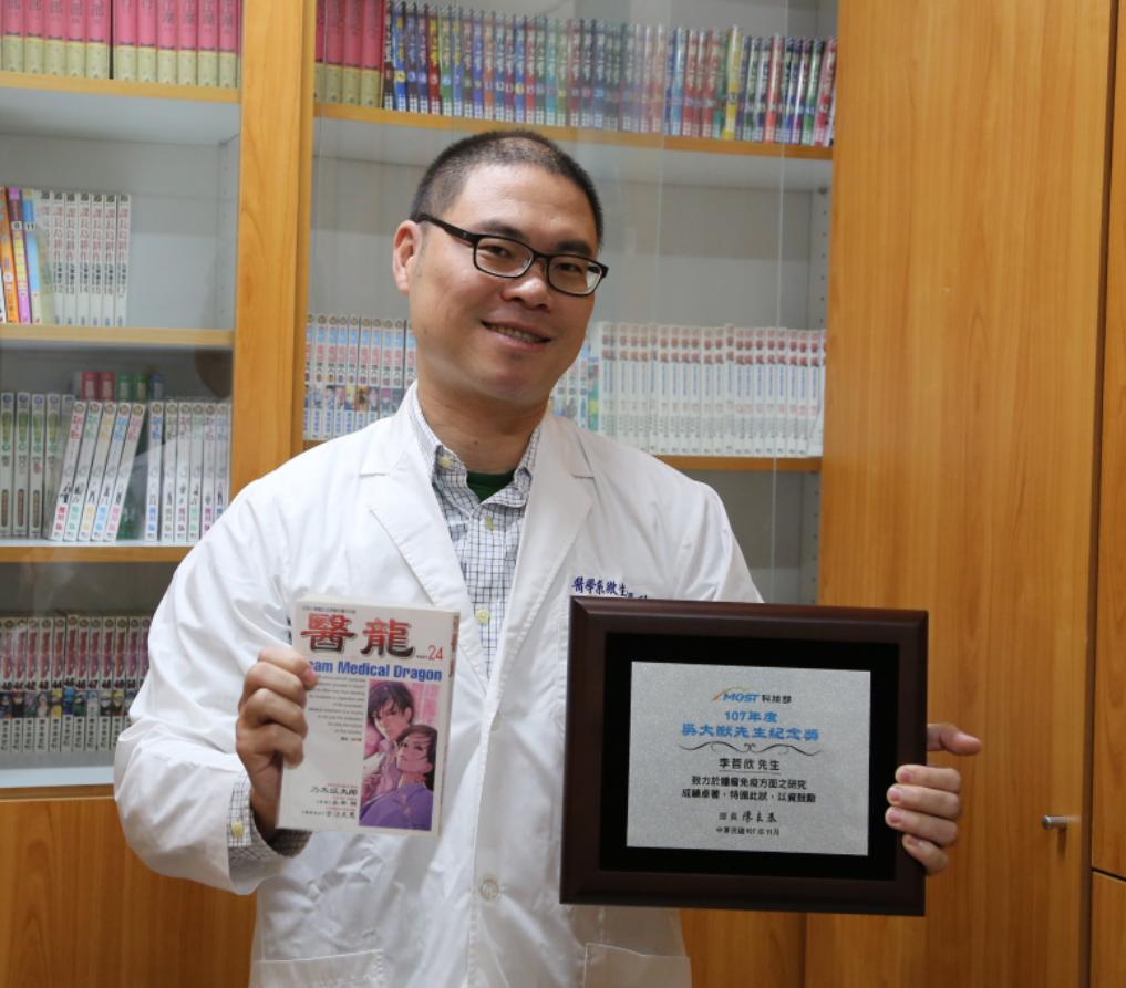 41歲的中山大學副教授李哲欣研究以「減毒沙門氏桿菌」治療惡性腫瘤,豐碩研究成果讓...