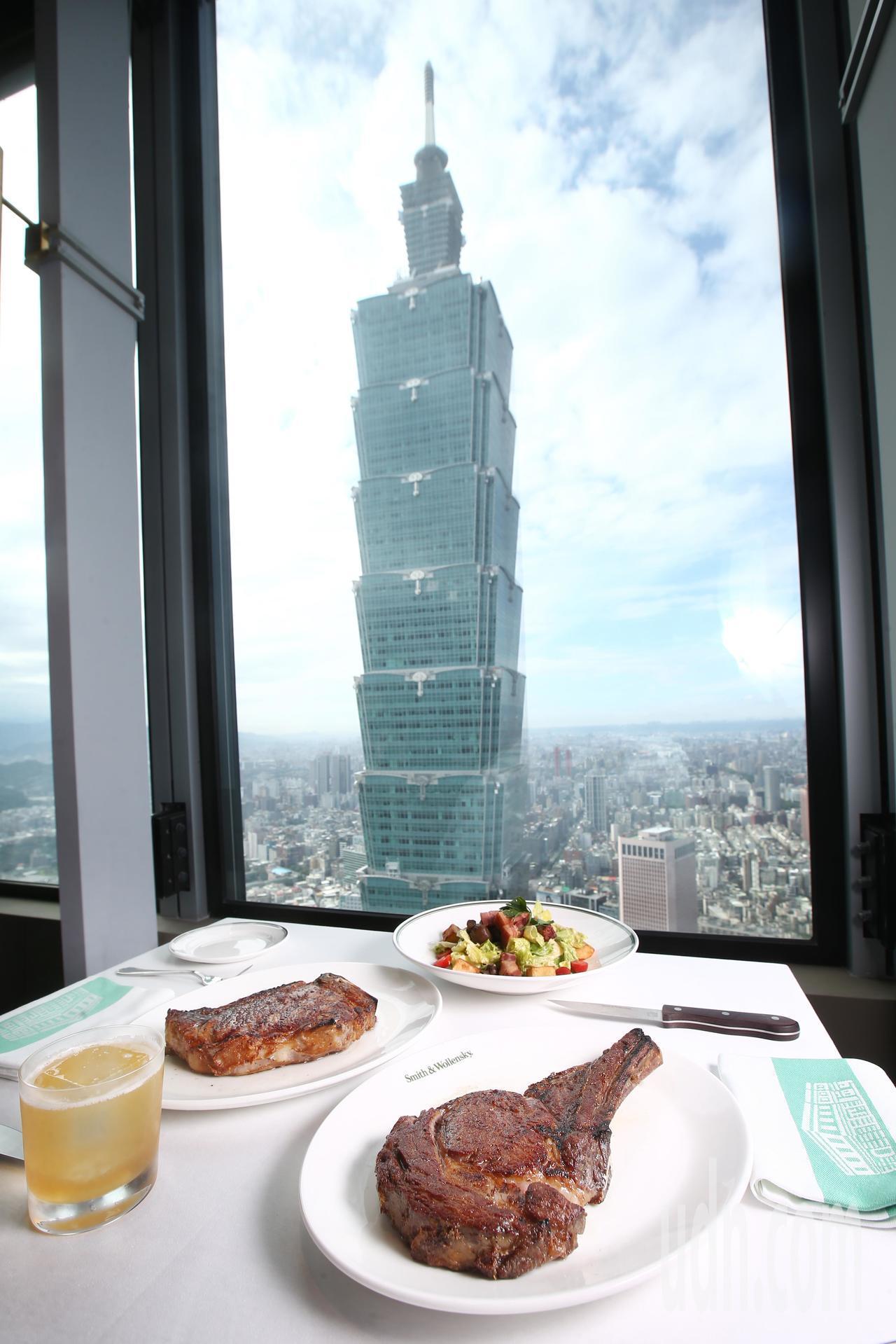 美國最具代表性的牛排館Smith & Wollensky 開在台北市信義區微風南...