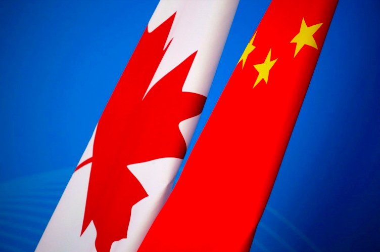 華為財務長孟晚舟被捕後,中國與加拿大外交失和。圖為兩國國旗。(法新社)