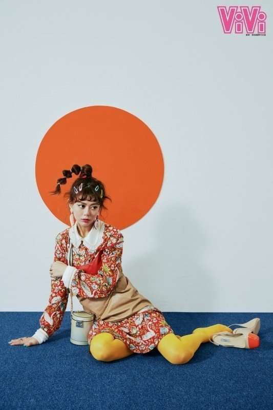白癡公主拍攝雜誌不改搞怪本性。圖/ViVi國際中文版雜誌提供