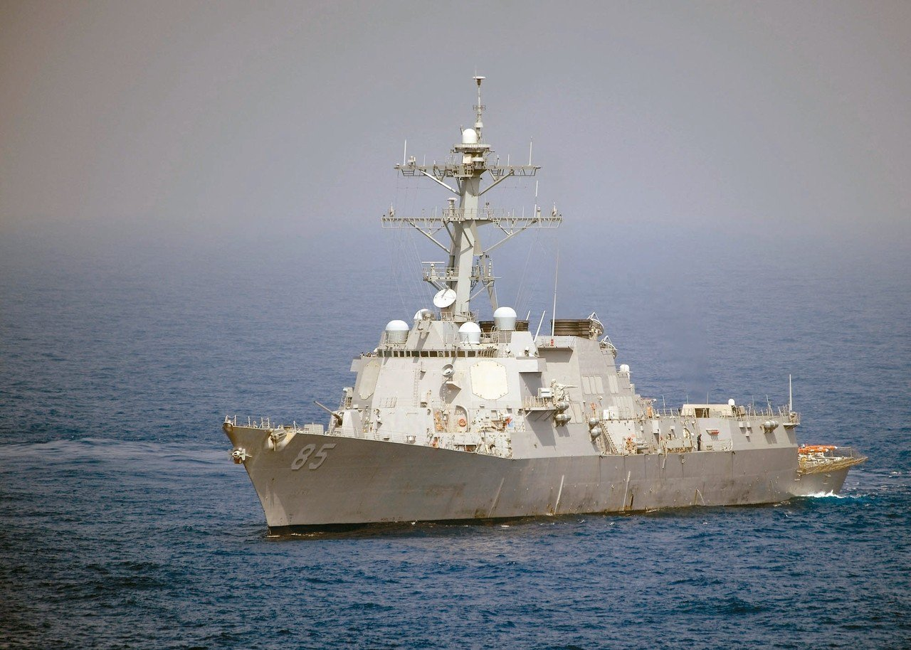 圖為近日到西沙海域的美軍「麥坎貝爾」驅逐艦。 (路透資料照片)