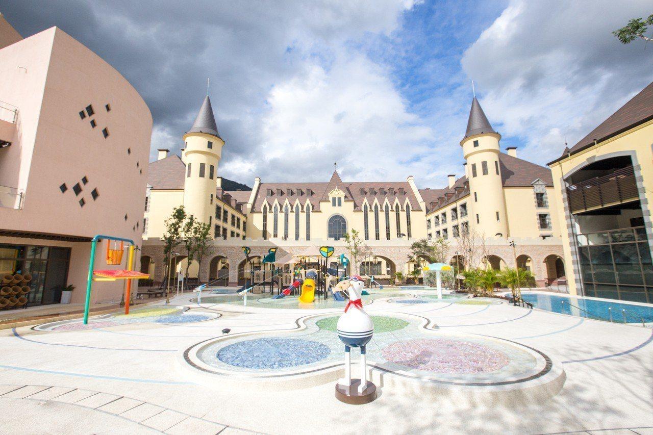 瑞穗春天國際觀光酒店斥資60億、耗費7年時間打造,其佔地2萬坪,擁有19房型、1...