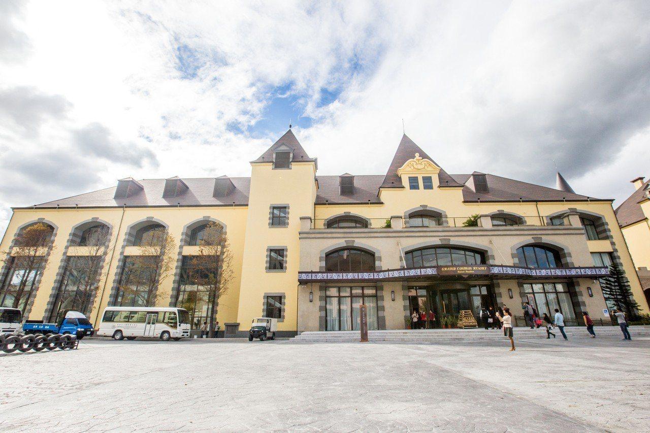 瑞穗春天國際觀光酒店的南歐莊園設計風格。 記者蔡翼謙/攝影