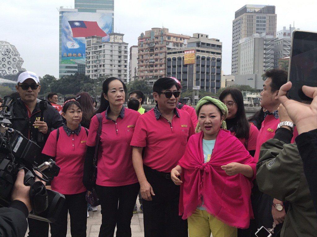 藝人白冰冰日前到高雄愛河拍MV。 圖/高雄市觀光局提供