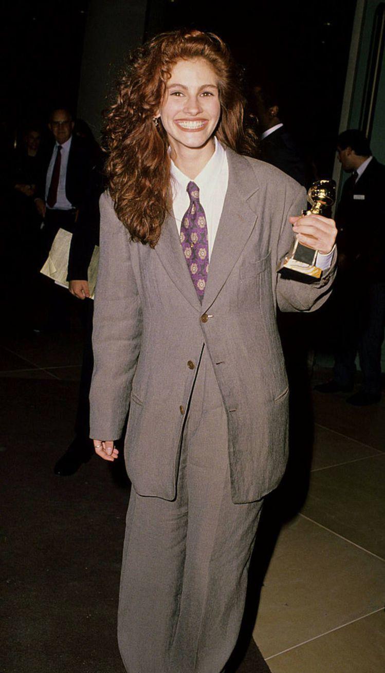 茱莉亞羅勃茲對褲裝的喜愛其來有自,早在1989年她憑藉著《鋼木蘭》一片拿下金球獎...
