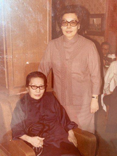 著名女老生「冬皇」孟小冬(左)與義女杜美霞(右)。 圖/金祖武提供