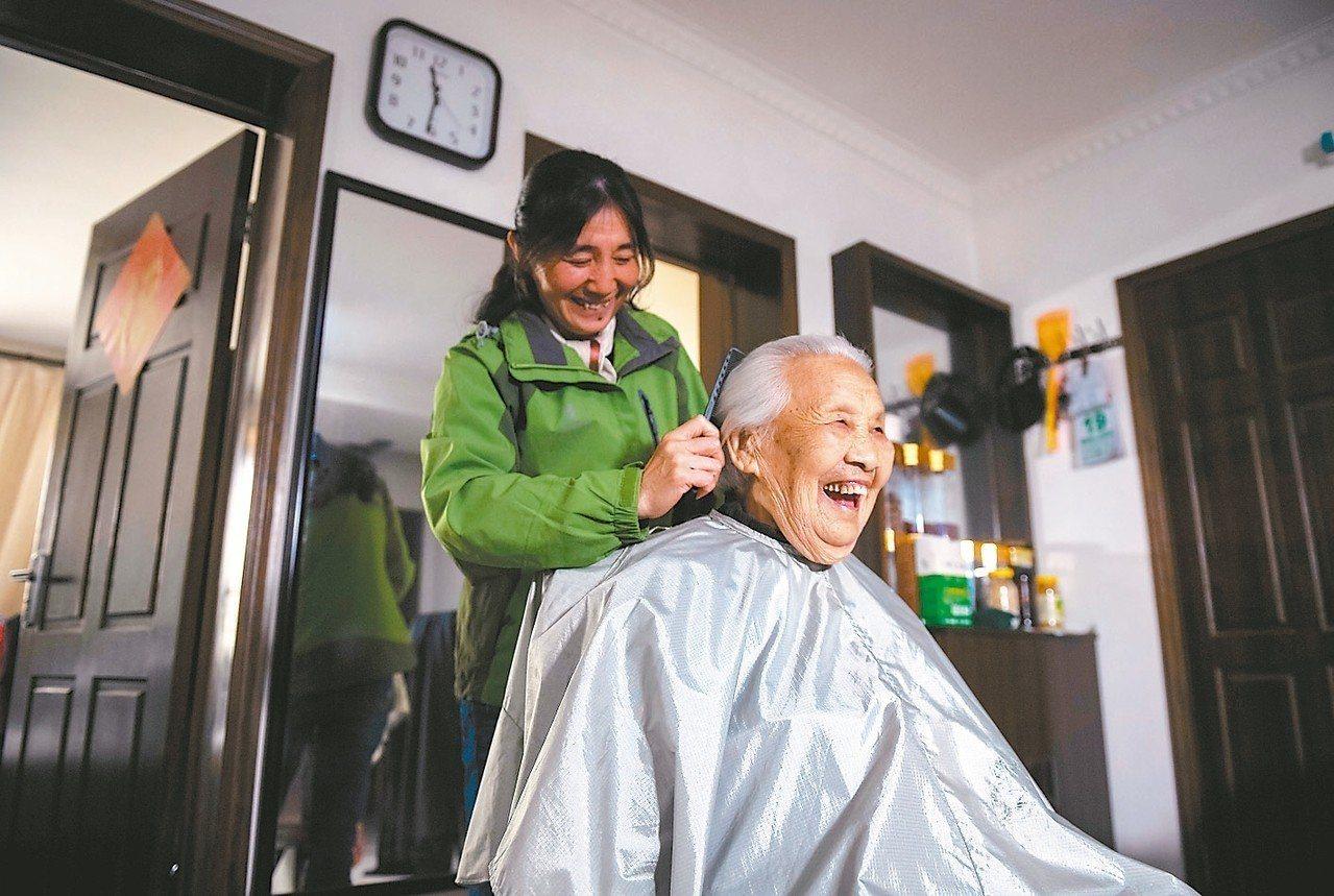 2017年大陸養髮產業市場規模已達人民幣百億元。 新華社