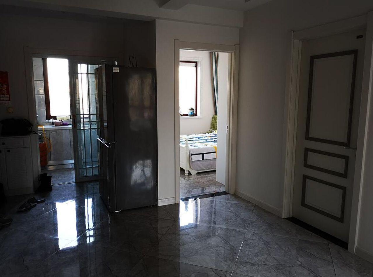 劉忠林買了一間新房,他嘆說:「房子就是棺材,死了就埋在這裡。」 世界日報記者蘇妍...
