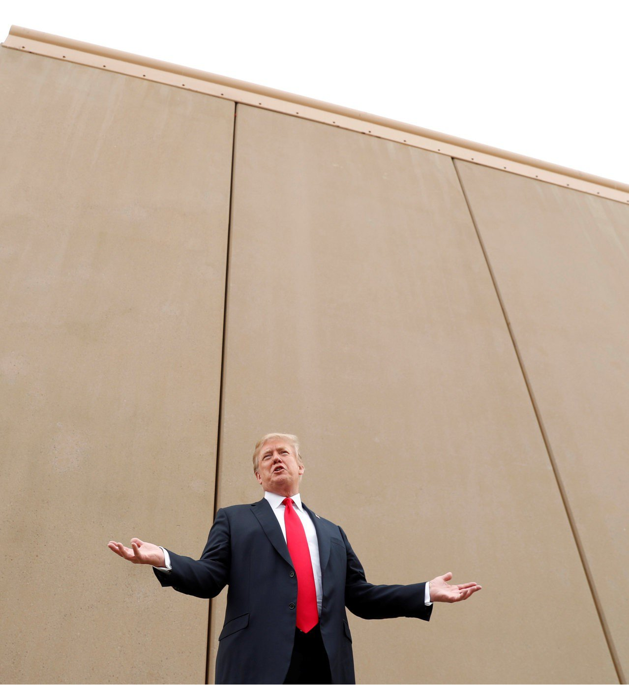 美國總統川普今晚透過全國演說,再次要求國會撥付美墨邊境圍牆預算,民主黨參眾兩院領...