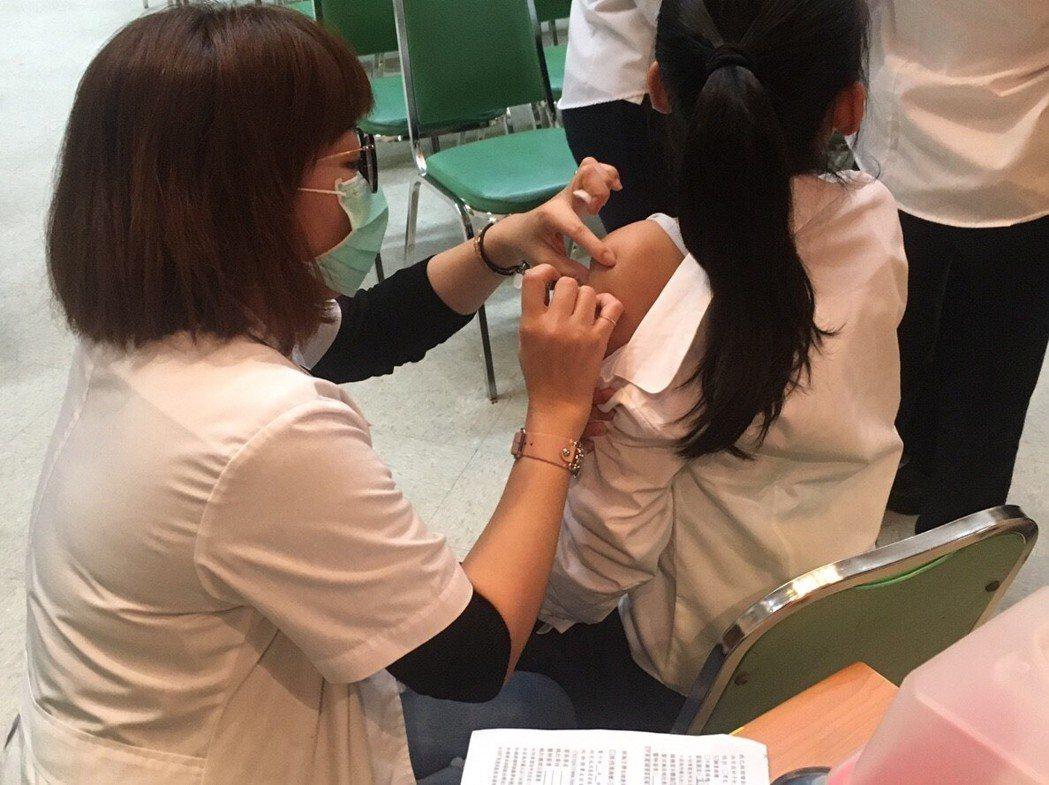新北市出現首例流感死亡案例,衛生局提醒民眾應儘速完成接種疫苗。圖/新北市衛生局提...