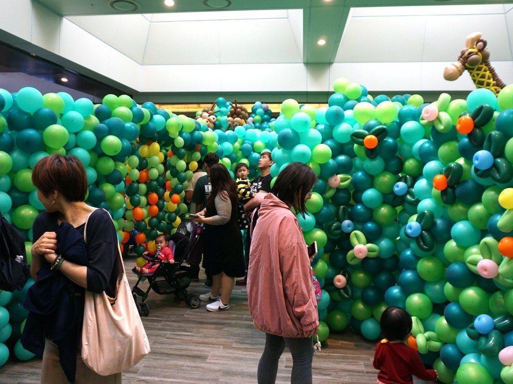 南紡購物中心所建構的氣球叢林,其中的動物造型氣球,掀拍照熱潮. ㄔ業者/提供