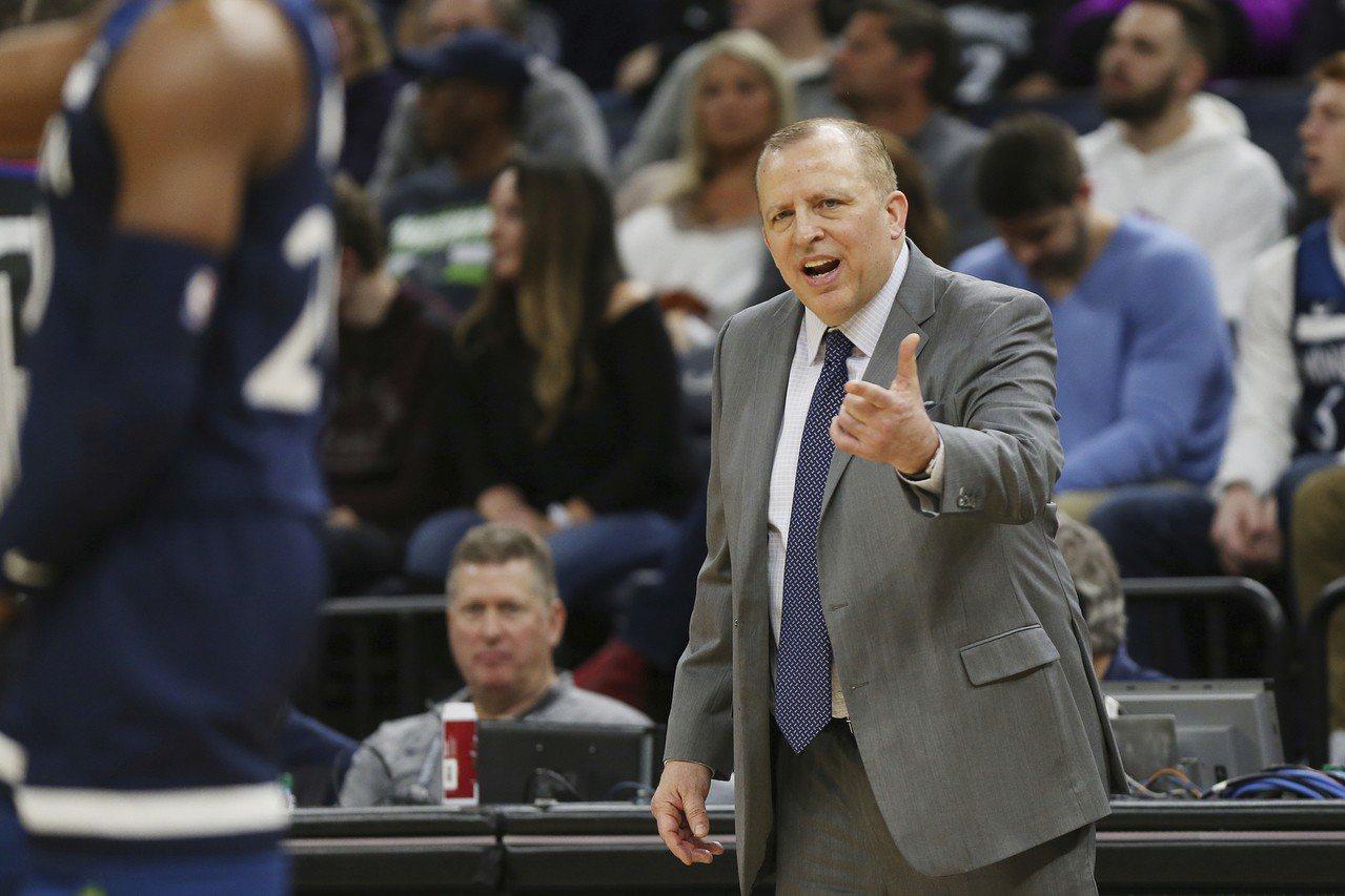灰狼總教練兼總裁錫柏杜無預警遭到解職,灰狼球員都很錯愕。 美聯社