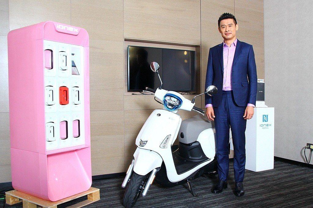 關於電動機車市場,光陽機車(Kymco)去年中宣布以嶄新「Ionex車能網」投入...