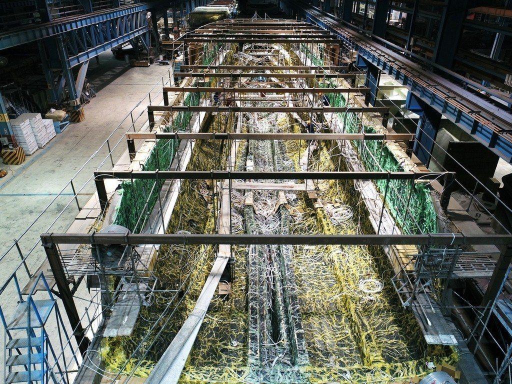 嘉鴻遊艇集團140呎船殼與結構真空灌注 業者/提供。