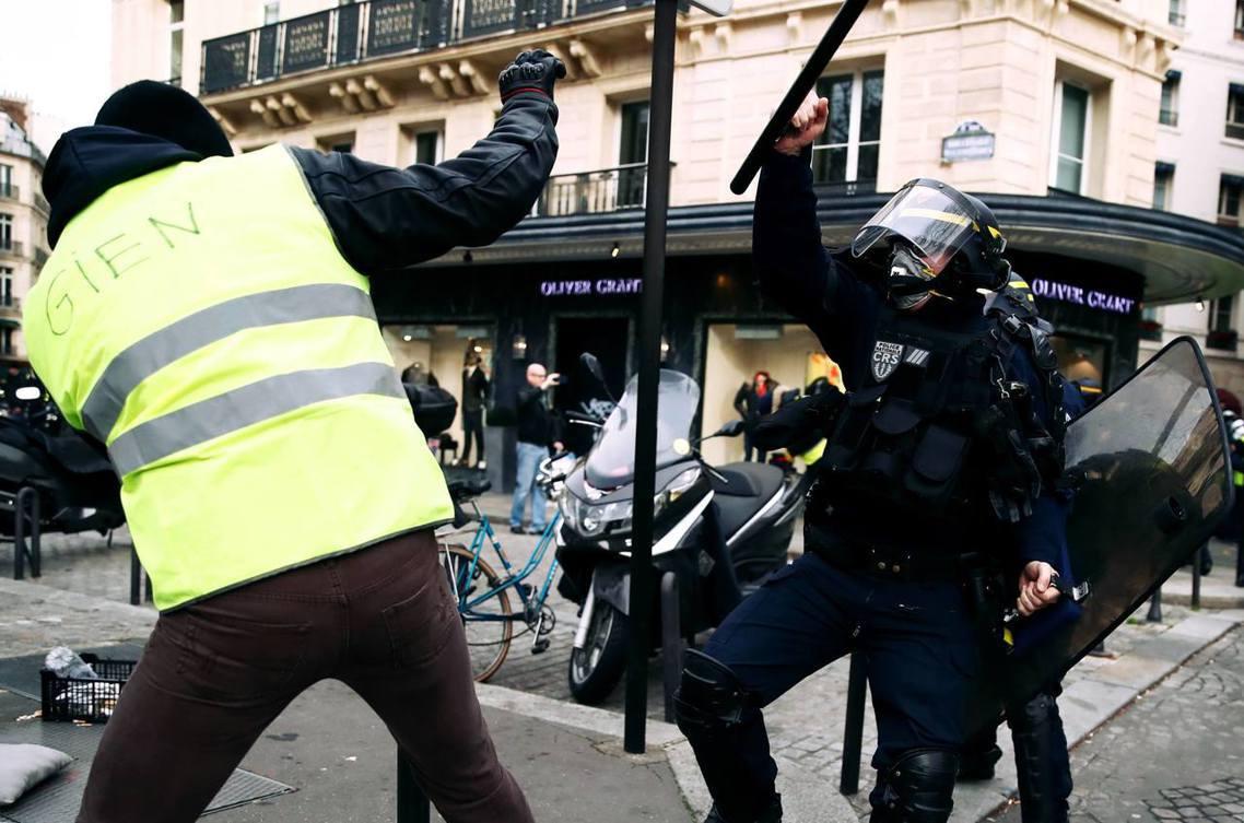 法國「黃背心運動」(Gilet janues),自11月中旬以來,已連續8個周末...