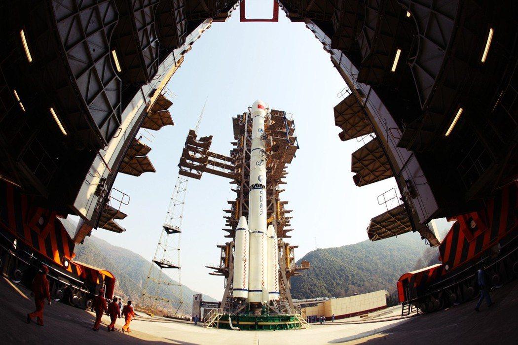 美軍很大程度依賴太空進行通信與偵測導彈,因此非常憂心中國與俄羅斯日益強大的導彈能...