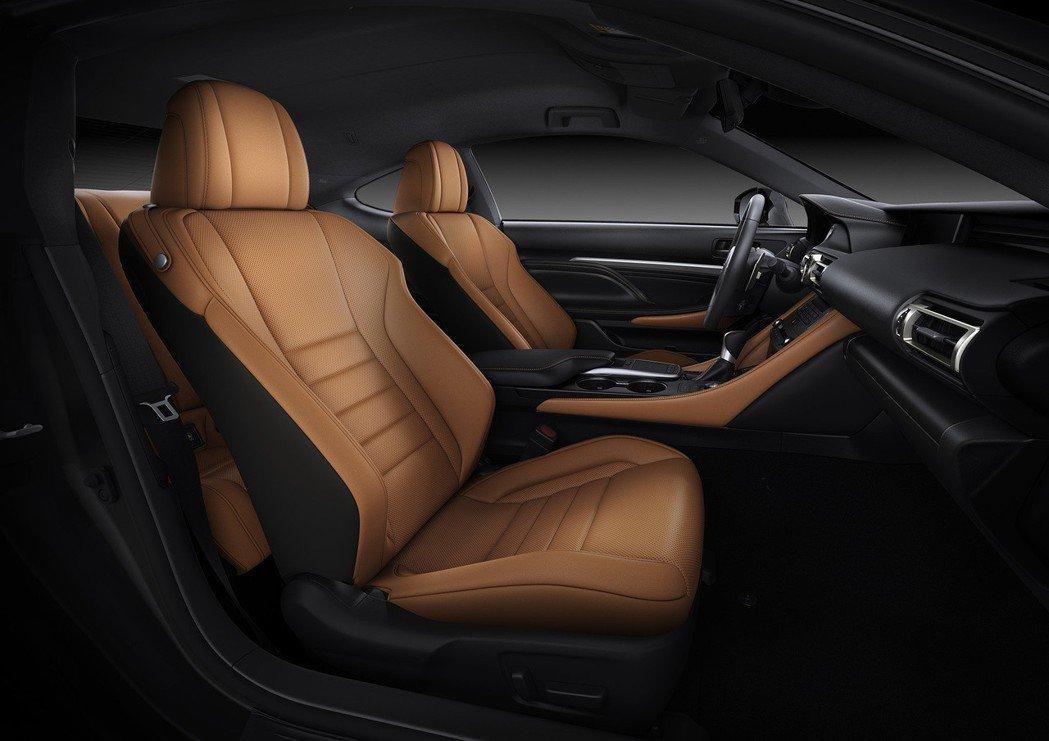RC 300豪華版專屬雅緻棕內裝。 圖/和泰汽車提供