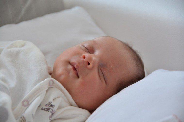 嬰兒示意圖。(photo by Pixabay)