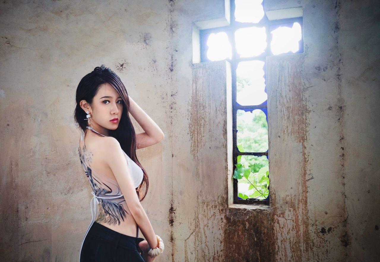 從小懷抱歌手夢,美女牙醫師劉芷伊曾參加模特兒選美和藝人培訓。 圖擷自劉芷伊臉書