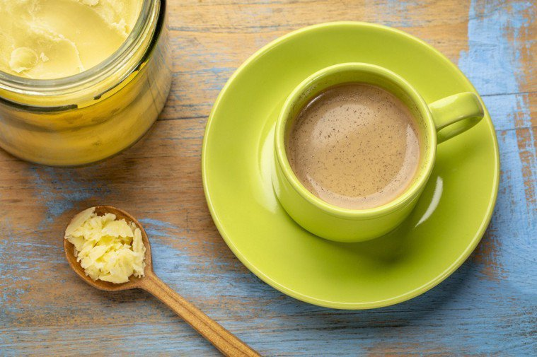 「防彈咖啡」是將椰子油、無鹽奶油和黑咖啡等比混勻調製而成。圖/ingimage
