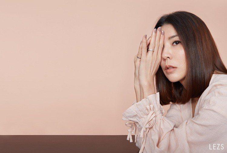 許茹芸新專輯名稱《綻放的綻放的綻放》,也是她給自己這些年來生活的命題。圖/LEZ...