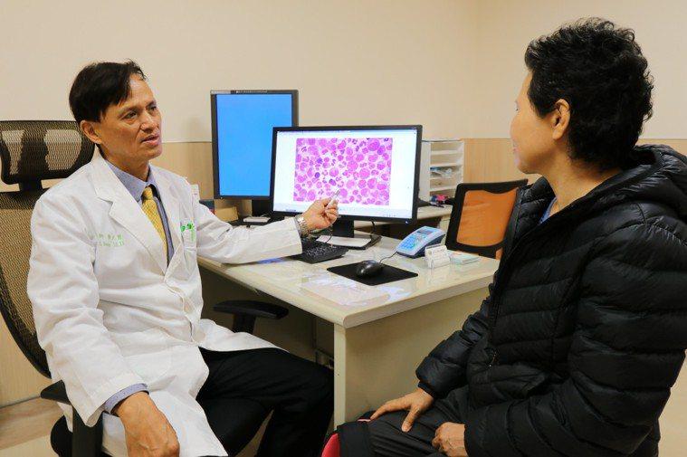 亞大醫院癌症中心副院長暨血液腫瘤科主任黃文豊指出,隨著口服標靶藥物問世,目前慢性...