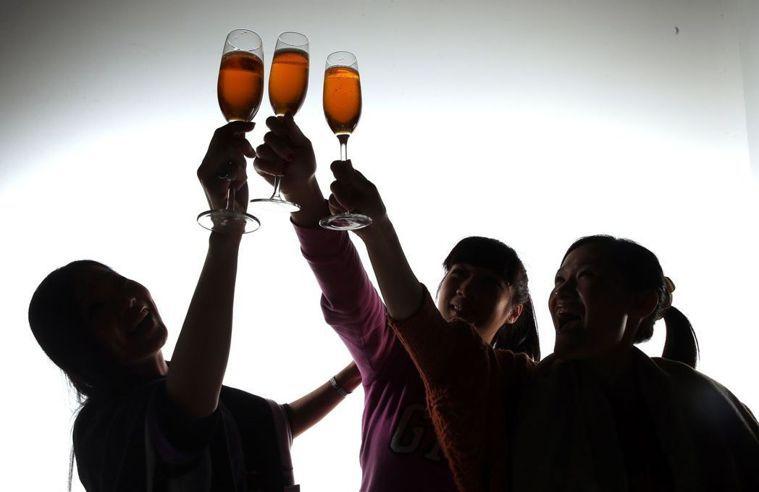 喝酒示意圖。 聯合報系資料照/記者陳立凱攝影
