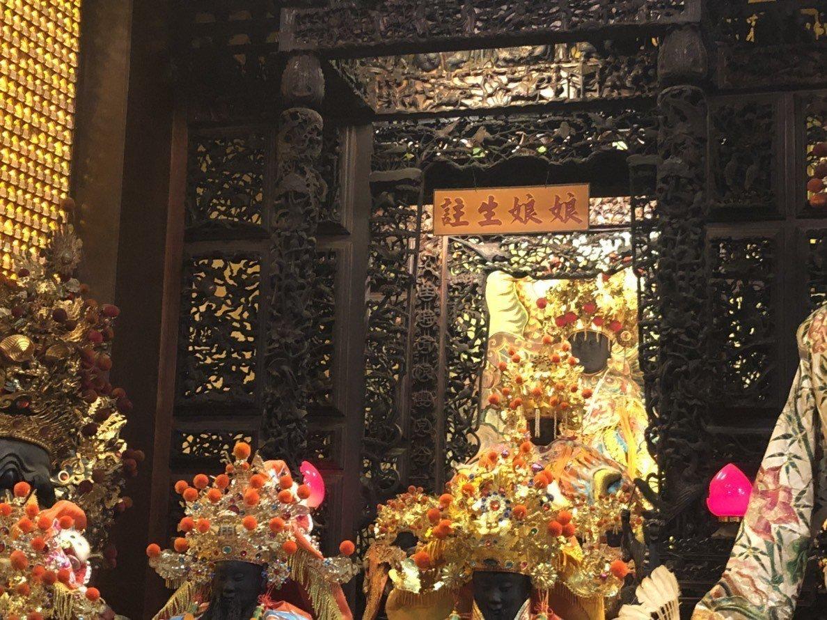 國定古蹟嘉義城隍廟推出「金鏟子祈福-好孕來報到」持續6年,為想求子的夫妻加持好運...