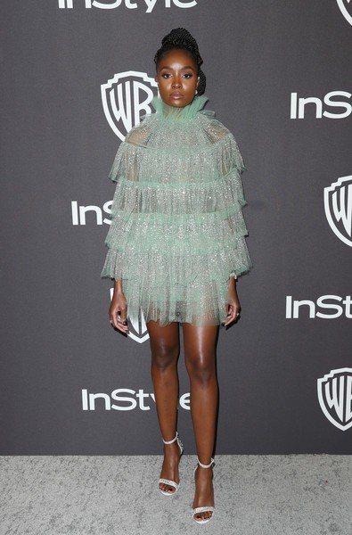 女星Kiki Layne選穿Valentino春夏的一件草綠色薄紗短禮服,層層堆...