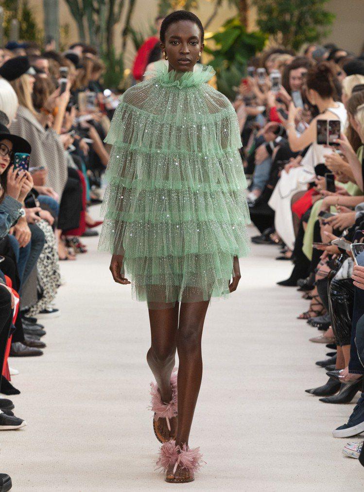 Valentino春夏草綠色薄紗短禮服。圖/Valentino提供