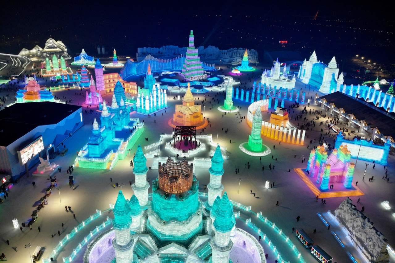 第34屆中國哈爾濱國際冰雪節5日晚間正式拉開序幕。法新