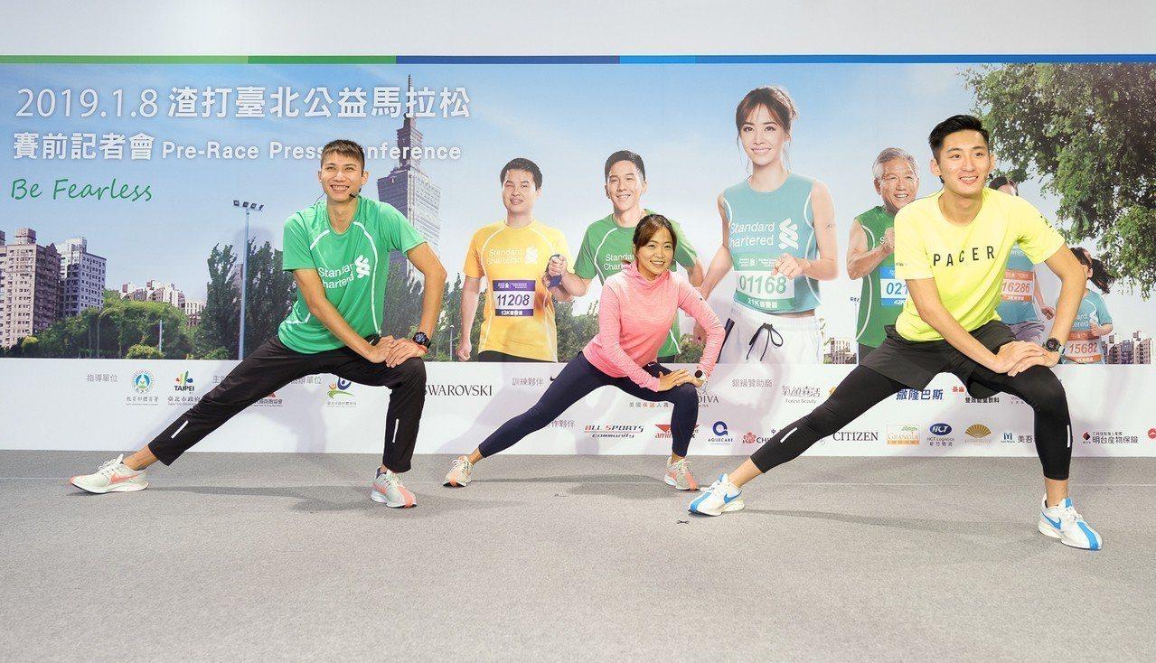 跳高國手向俊賢(左一)、Nike Fast 42菁英跑者洪筱婷(中)、Nike+...