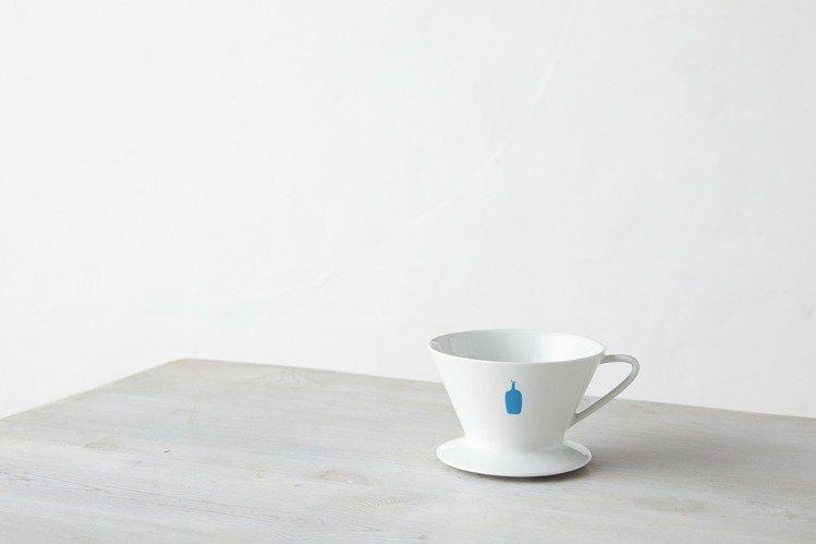 微風南山開幕來店禮,1/10~1/18單筆消費滿5千以上可獲藍瓶咖啡白瓷咖啡濾杯...