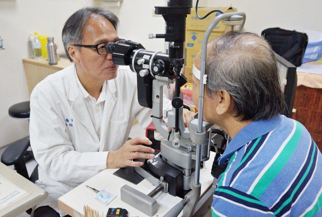 近年來40歲至60歲民眾,因白內障至醫院求診病患約增加2成。圖/新竹馬偕醫院提供