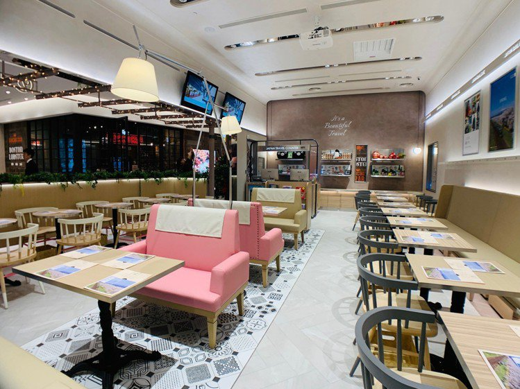 JAPAN RAIL CAFE提供舒適用餐空間。圖/記者張芳瑜攝影