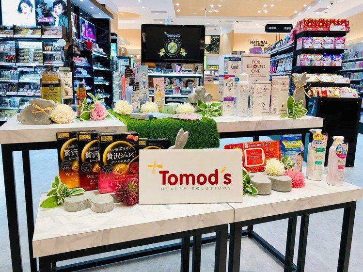 Tomods特別仕樣店陳設眼妝、底妝、唇彩等熱銷商品類別的排行榜專區。圖/Tom...