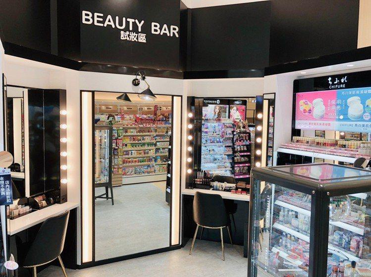 Tomod's全台首間特別仕樣店打造寬敞、美觀的彩妝試妝空間。圖/Tomod's...