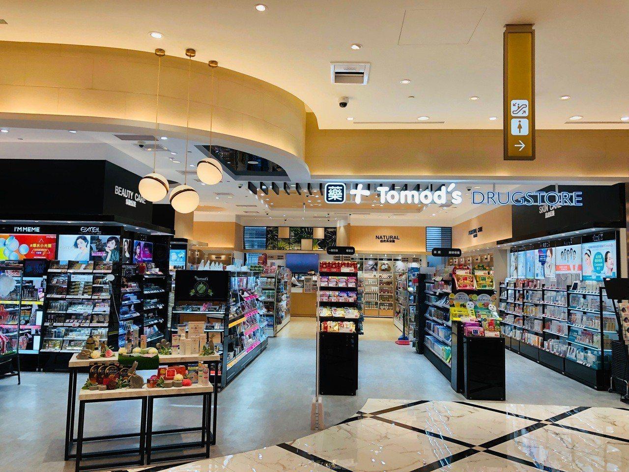 Tomod's打造全台首間特別仕樣店,於微風南山艾妥列商場3樓亮相。圖/Tomo...