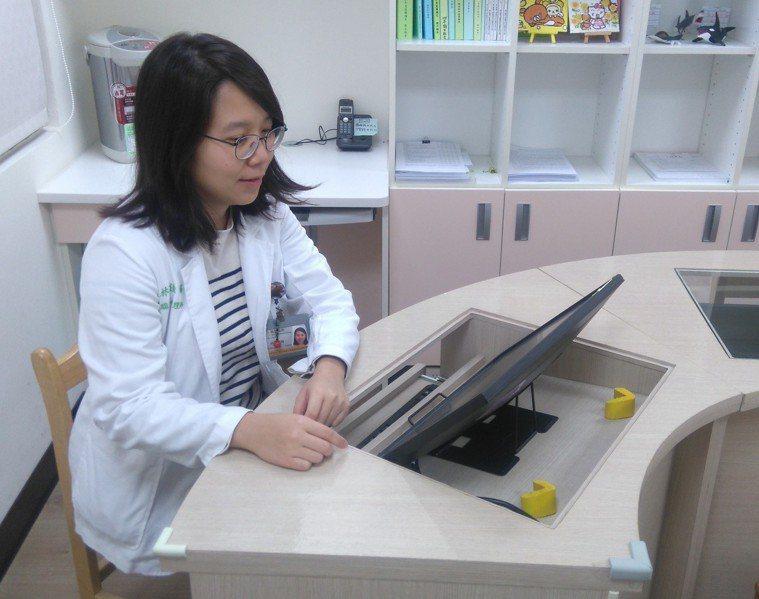 台大醫院新竹分院神經部除提供「失智整合門診」服務外,107年12月起開設自費「腦...