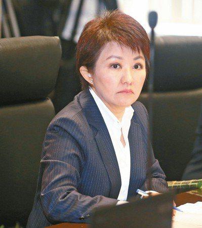 中央內閣改組在即,台中市長盧秀燕昨向中央喊話,要求台中火力電廠4號機組除役,呼籲...