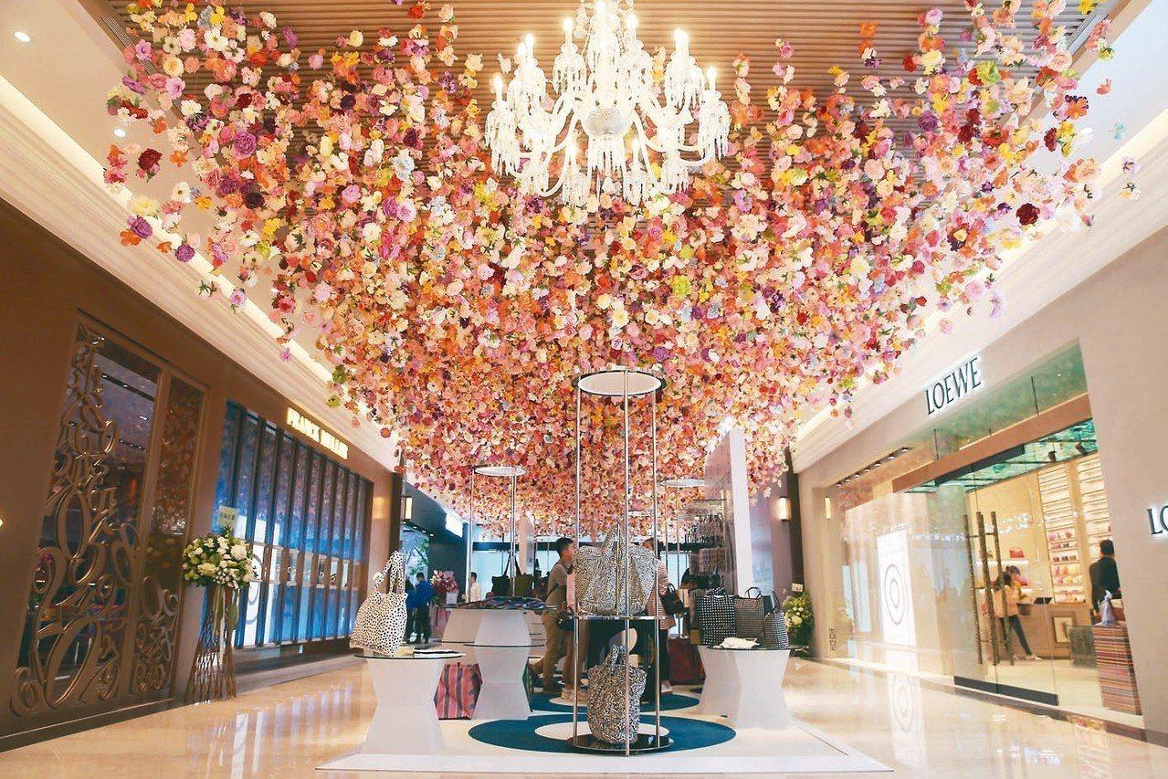 微風集團董事長廖鎮漢宣布,微風南山將於1月10日正式開幕,這是第十家店,也是集團...