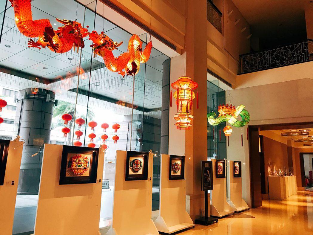 台南大億麗緻酒店1樓文化藝廊於1月8日至3月3日舉辦「劍獅遊春_花鳥爭鳴」纏花展...