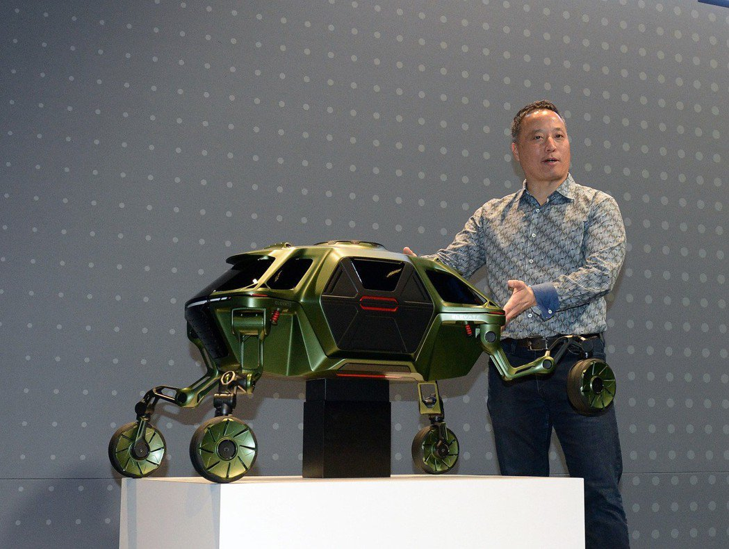 Hyundai在今年度的CES展上,發表了一輛名為Elevate的多功能用途車輛...