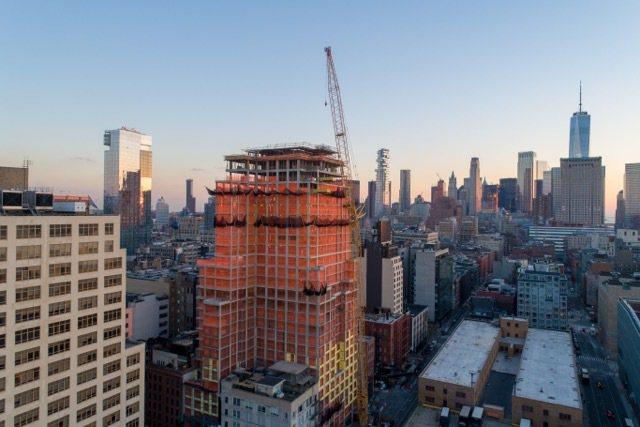 中國國企中國建設集團在曼哈頓房市最夯的蘇荷區與格林威治村交界的查爾頓街110號共...