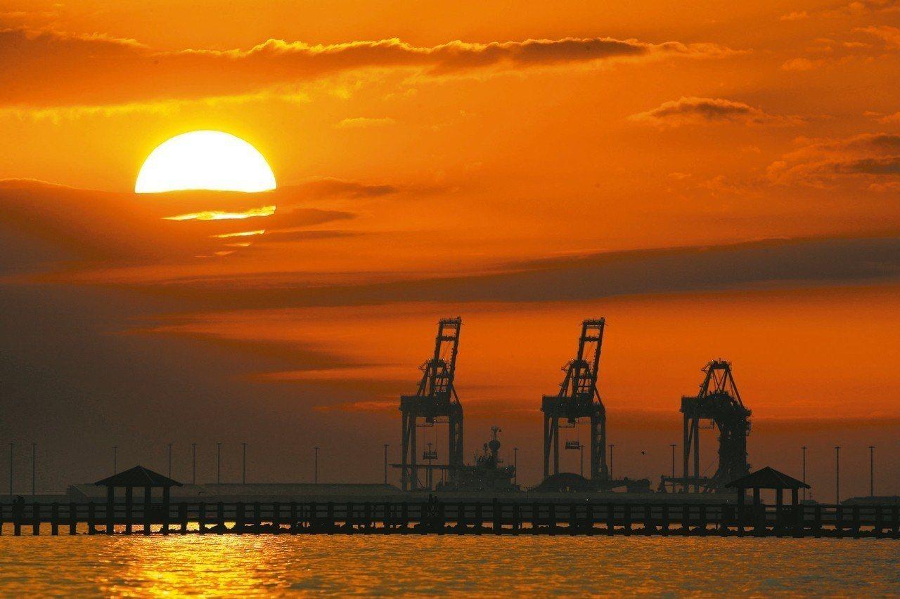 世界銀行8日公布最新全球經濟展望報告,警告全球經濟「天快黑了」。2019年全球經...