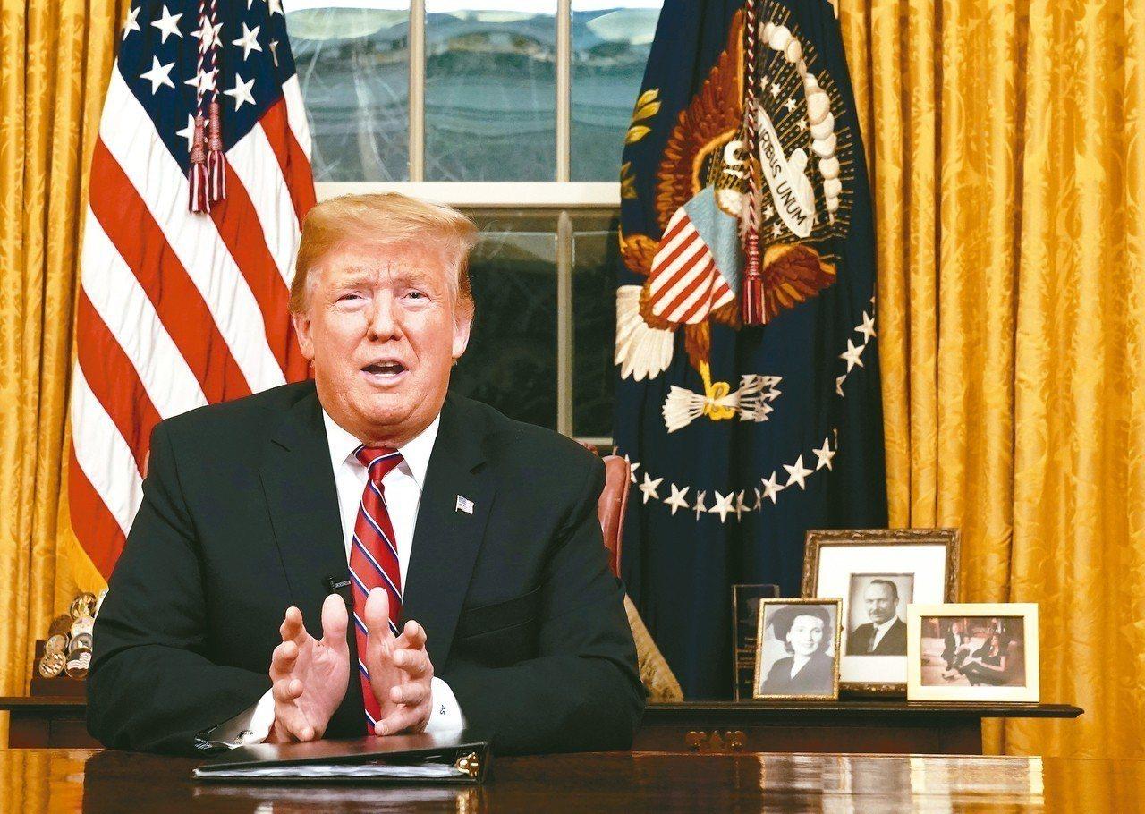 川普在白宮發表全國演說,數度指出美國處於「人道與安全危機」,國會必須通過其美墨邊...