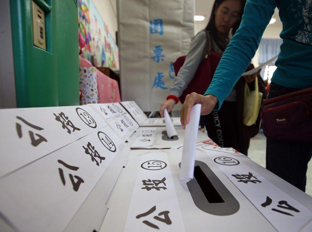 去年九合一大選併公投,衍生許多亂象。 圖/聯合報系資料照片